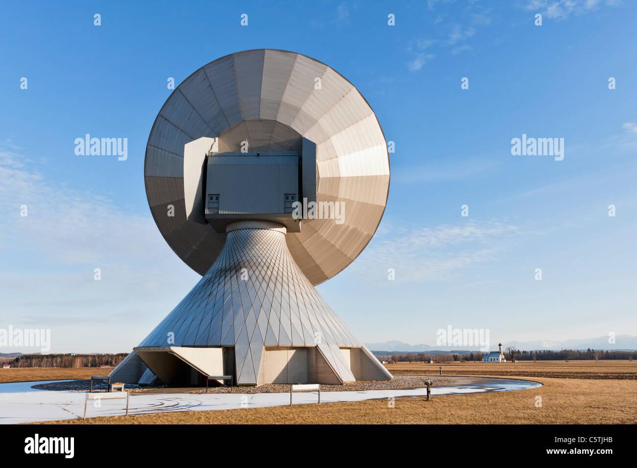 Deutschland, Bayern, Raisting, Ansicht von Antennen zur Bodenstation Stockbild