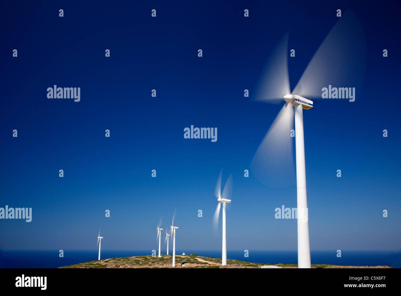 """Teilansicht des Windparks auf Aghios Ioannis (oder """"Aforesmenos"""") Kap über Plaka Dorf, Lasithi, Kreta, Stockbild"""