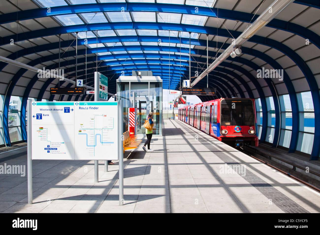 Dlr Bahnsteig Der London City Airport Stockfoto Bild