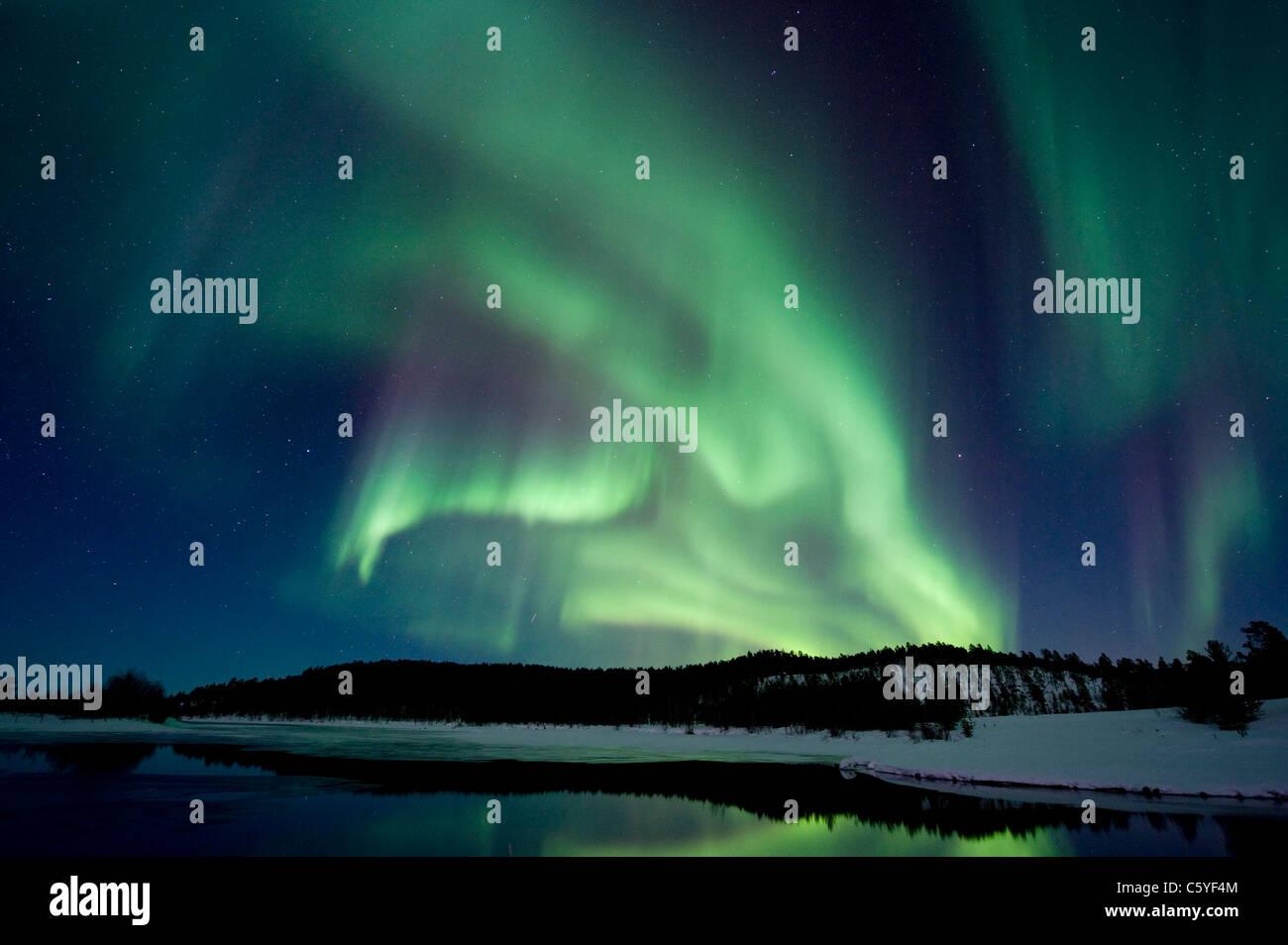 Nordlicht, auch Aurora Borealis über die verschneite Tundra. Lappland, Finnland. Stockbild