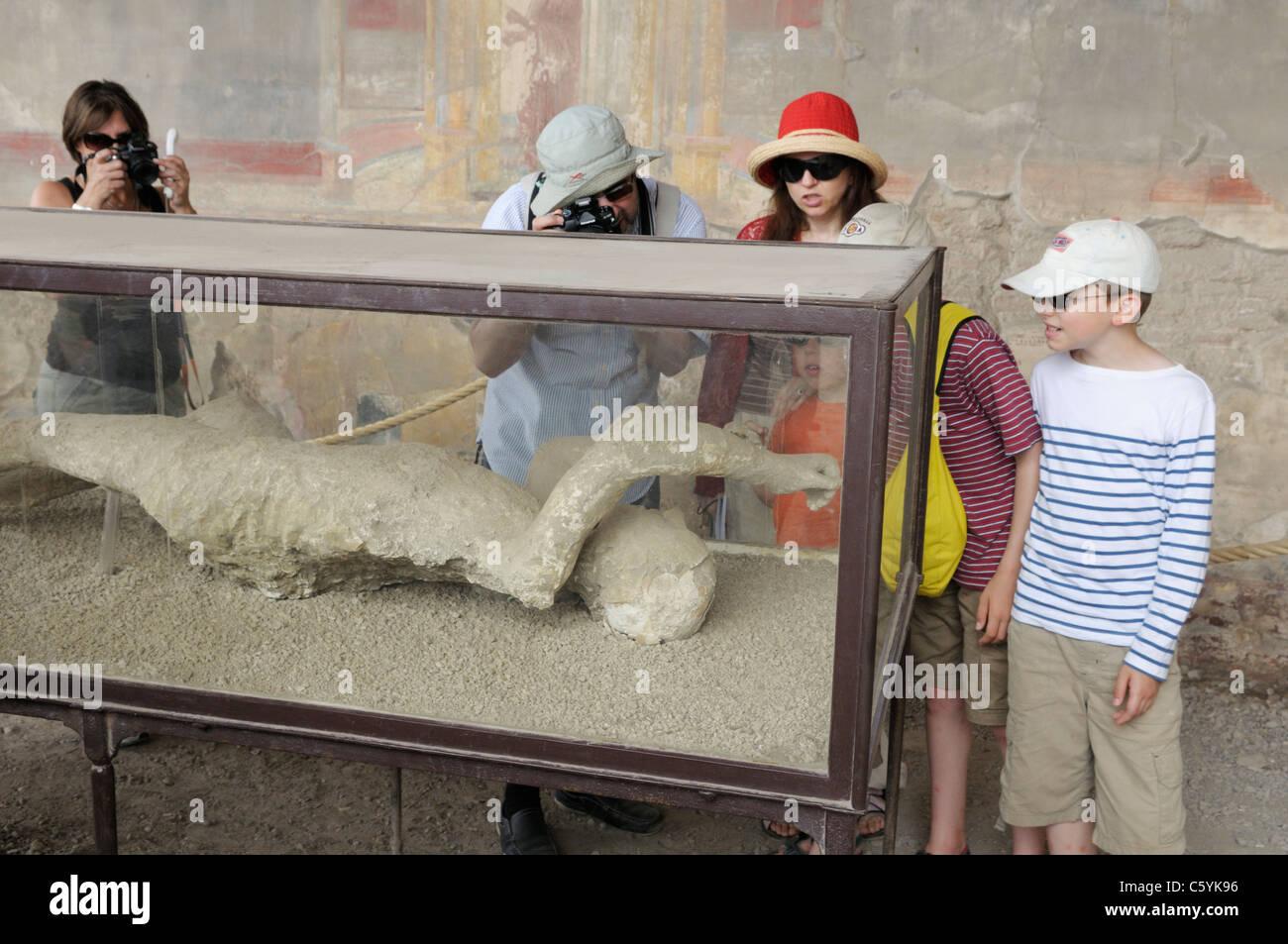 Pompeji Opfer, Gips, auf dem display Stockbild