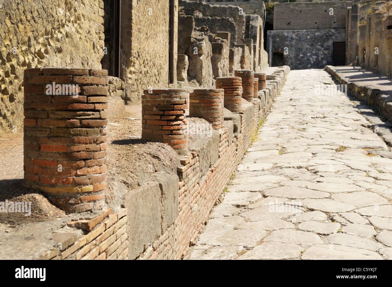 Straße (Cardo V Superiore) in Herculaneum Stockbild