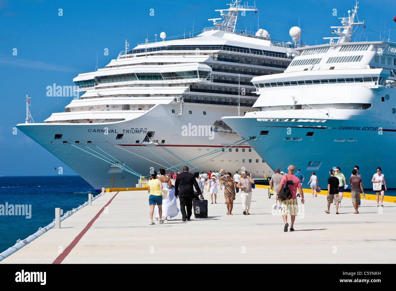 Wedding Cruise Stockfotos & Wedding Cruise Bilder - Alamy