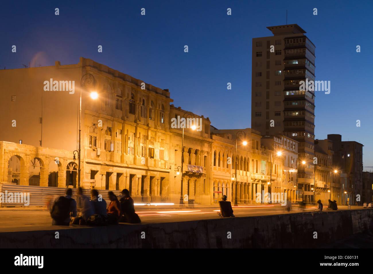 Malecon Promenade bei Sonnenuntergang, Havanna-Kuba Stockfoto