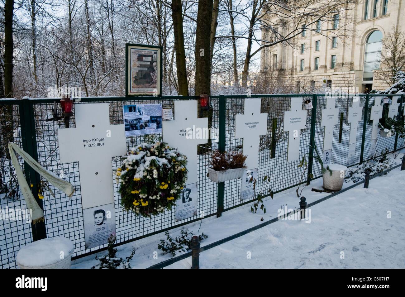 Gedenkstätte für die Opfer auf der Ost-Berliner Flucht und getötet von ostdeutschen Grenze bewacht, Ebertstraße, Stockfoto