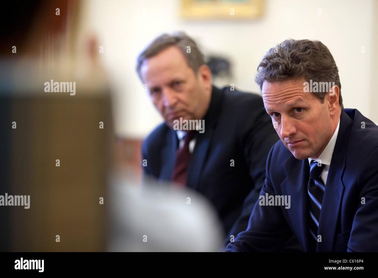 Finanzminister Timothy Geithner und National Economic Council Direktor Larry Summers Treffen mit Präsident Stockbild