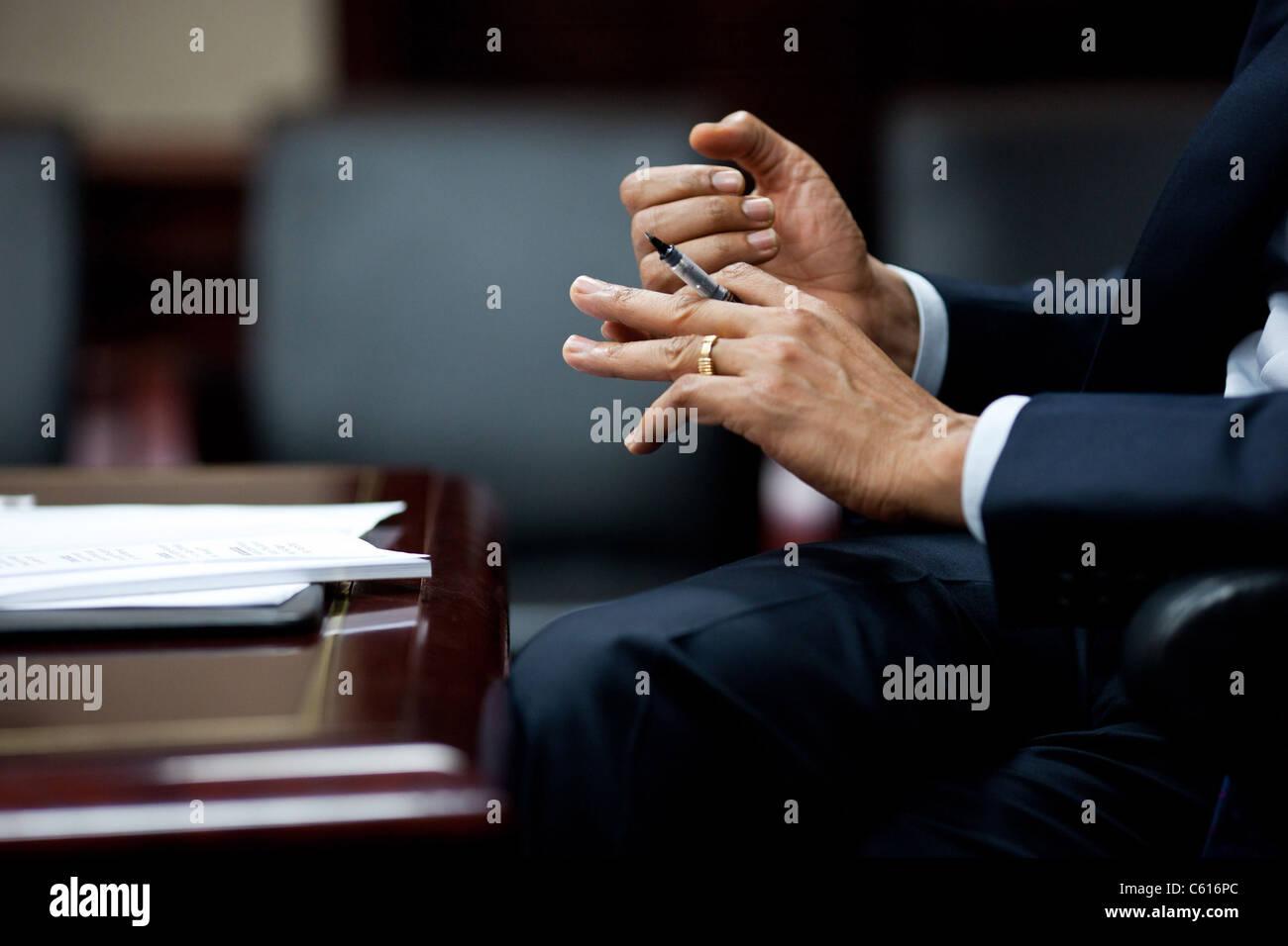 Präsident Obama Hände Geste bei einem Briefing über die Situation in Libyen mit Mitgliedern des Kongresses Stockbild