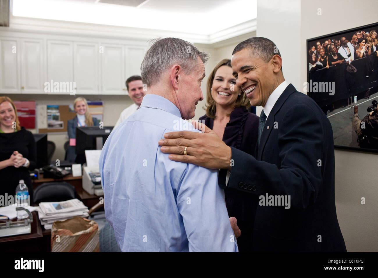 Präsident Obama spricht mit White House Correspondents Bill Plante CBS News und Savanne Guthrie von NBC News. Stockbild