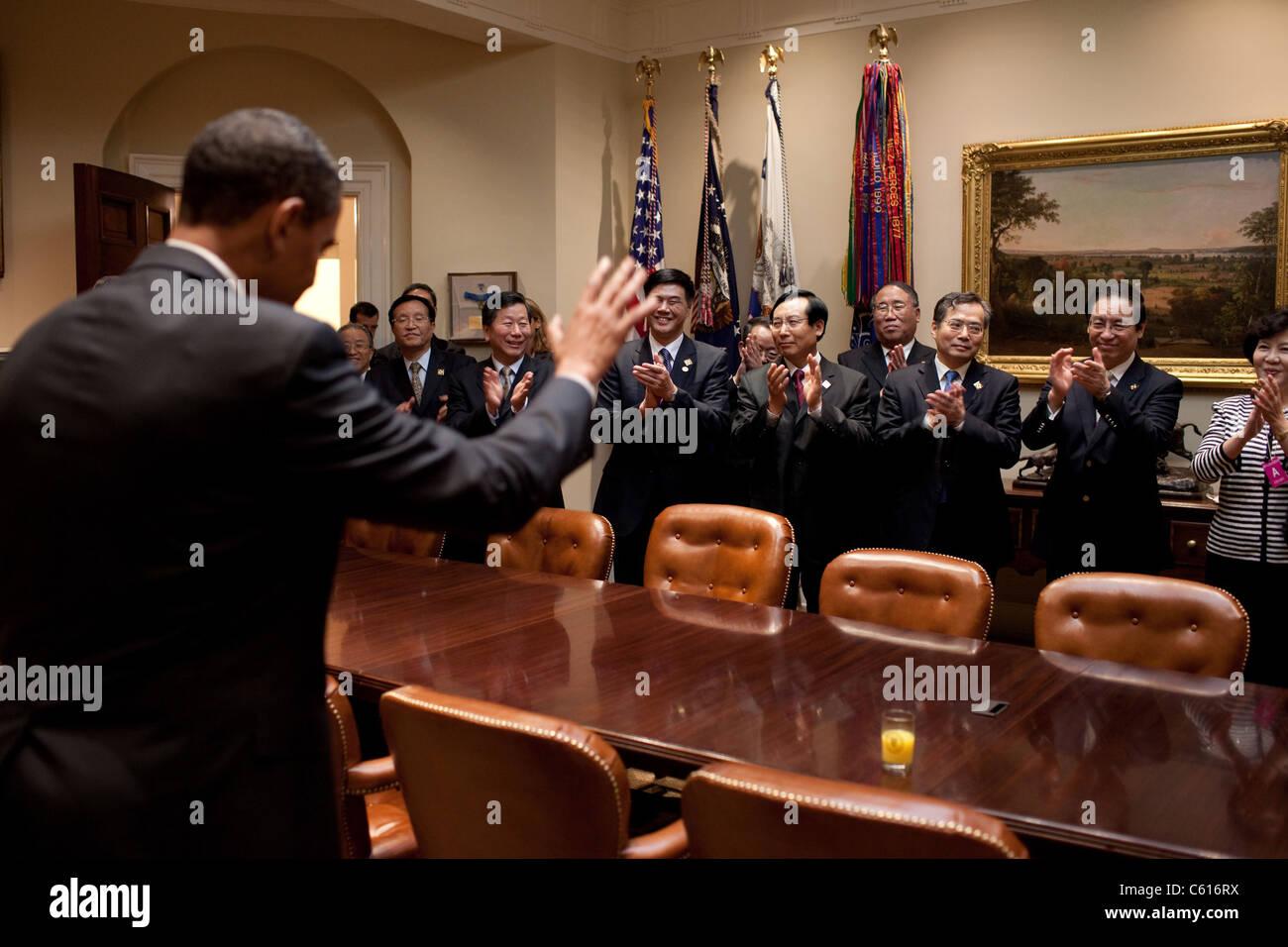 Präsident Obama nimmt Abschied chinesische Minister nach dem ersten US-chinesischen strategischen und wirtschaftlichen Stockbild