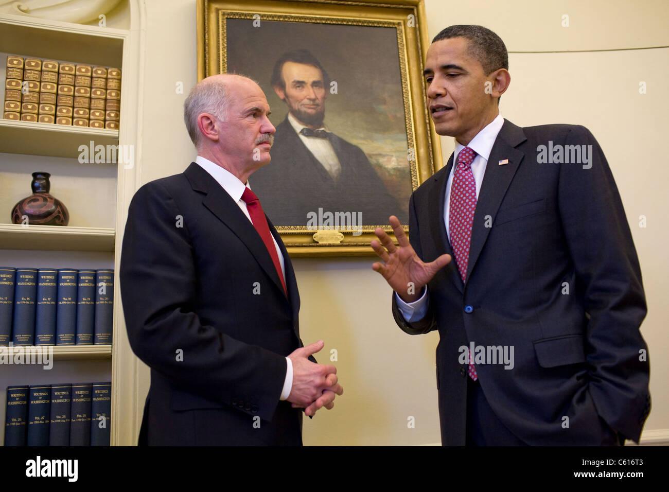 Präsident Obama trifft sich mit Griechenlands Premier George Papandreou im Oval Office. 9. März 2010. Stockbild