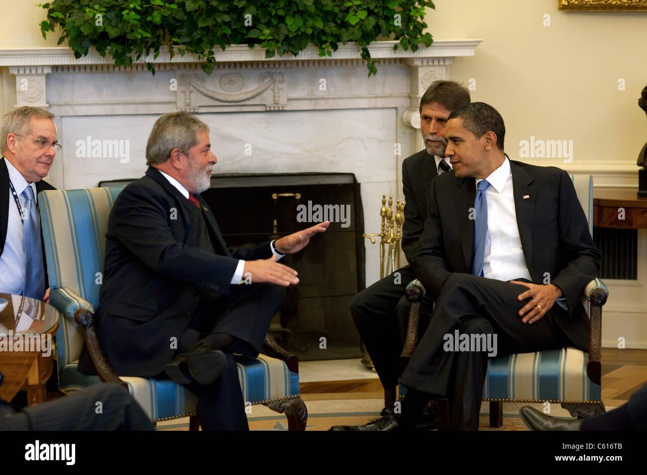 Präsident Obama trifft sich mit Präsident Lula da Silva aus Brasilien im Oval Office. 14. März 2009. Stockbild