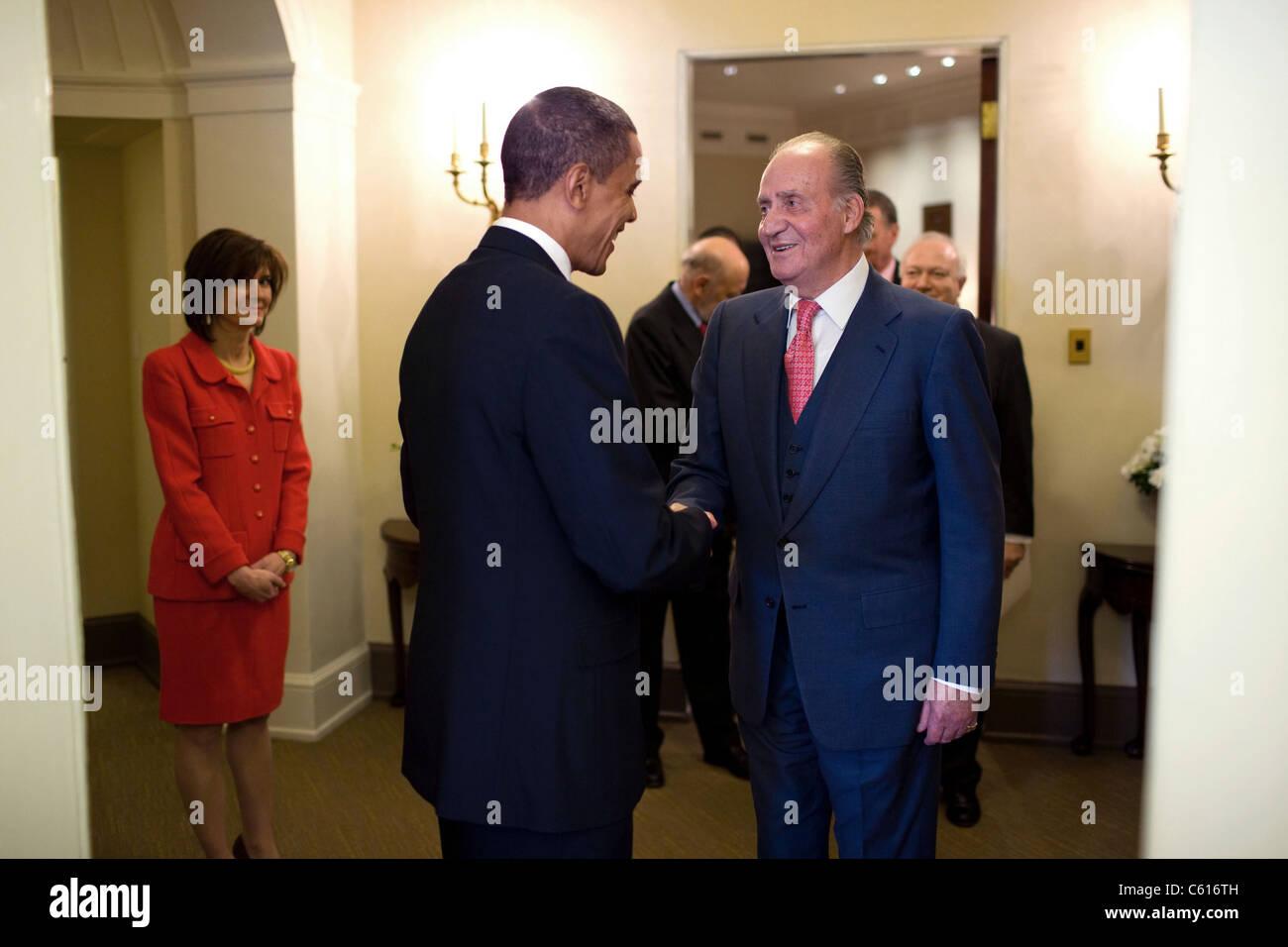 Präsident Obama begrüßt König Juan Carlos i. von Spanien ins Weiße Haus vor dem Mittagessen Stockbild