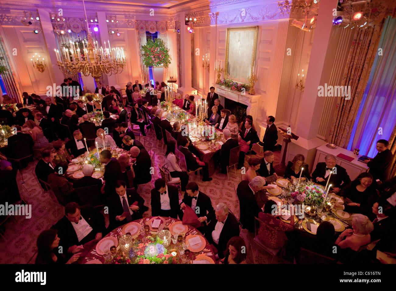 Überblick über den State Dinner zu Ehren der chinesische Präsident Hu Jintao in State Dining Room Stockbild
