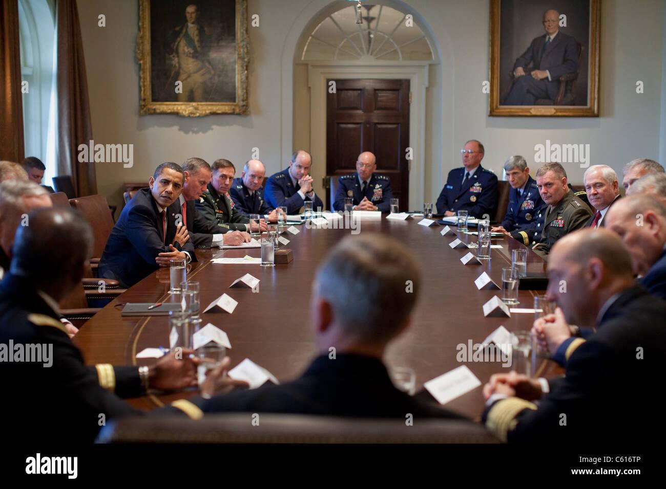 Präsident Obama trifft sich mit Kampf Kommandanten in der Cabinet Room des weißen Hauses. 24. März Stockbild