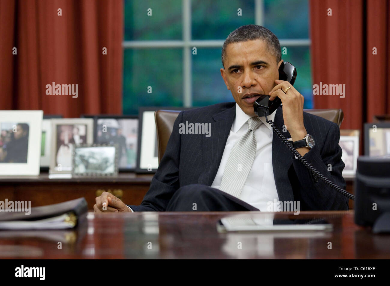 Präsident Obama Gespräche mit Janet Napolitano und FEMA Kopf Craig Fugate über Tornados, die im Südosten Stockbild