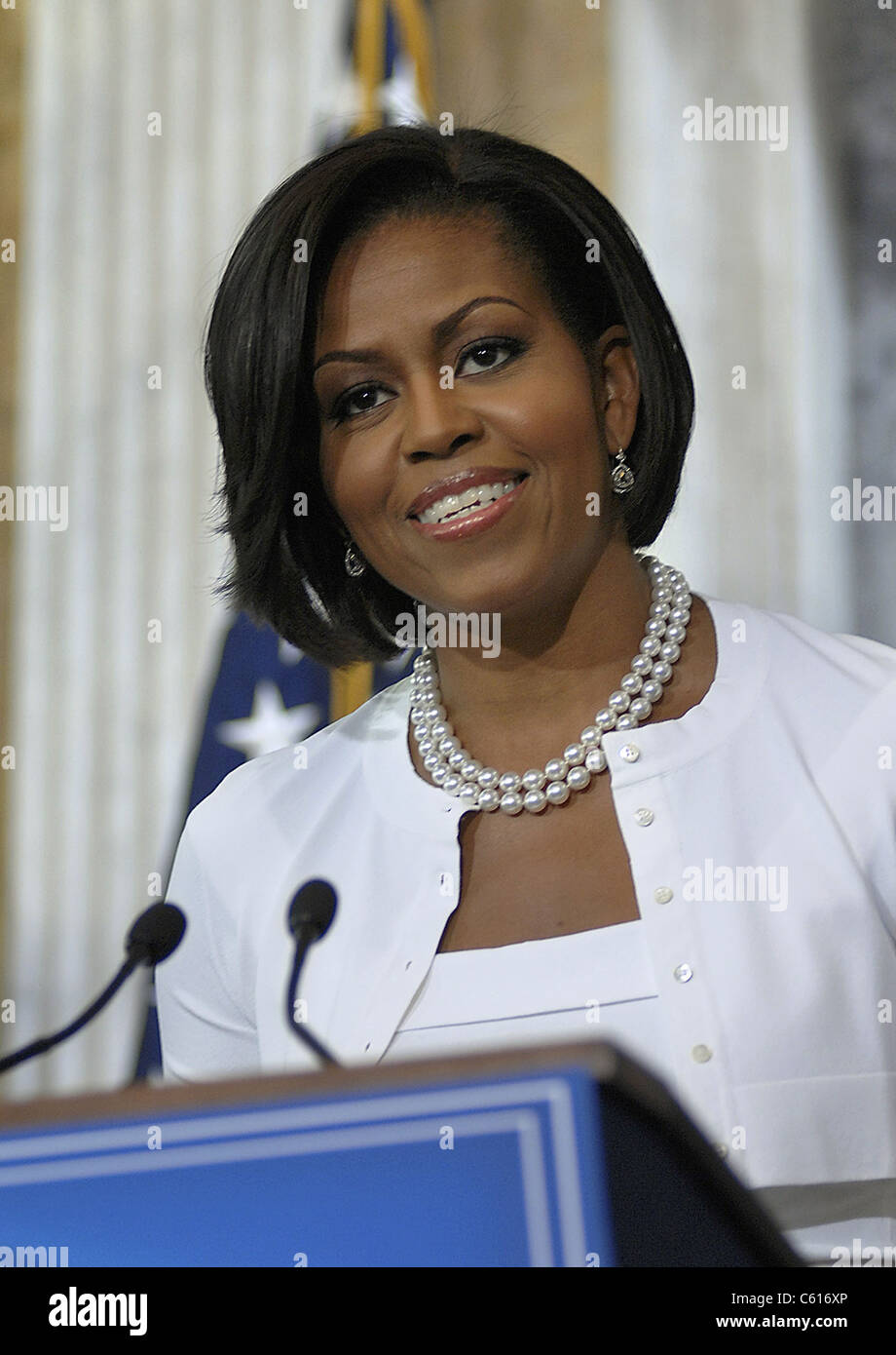 Michelle Obama besucht die Treasury-Abteilung um Mitarbeiter für ihre harte Arbeit und ihr Engagement zu danken. Stockbild