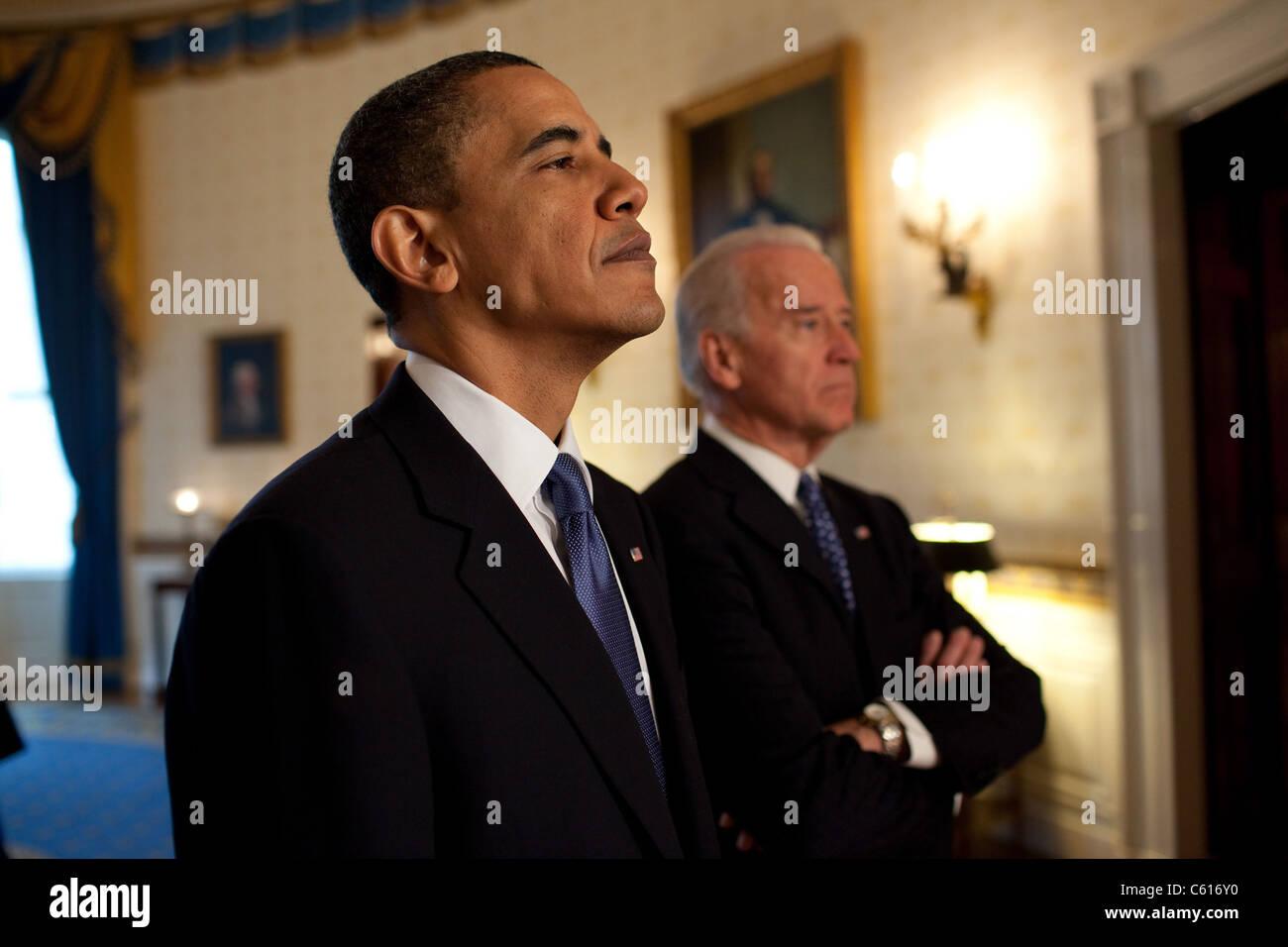 Präsident Obama und VP Biden vor Bereitstellung von Bemerkungen und Unterzeichnung der Krankenversicherung Stockbild