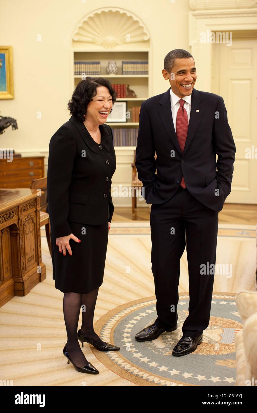 Präsident Obama mit neuen Gerechtigkeit Sonia Sotomayor vor ihrer Bestätigung Empfang im Weißen Haus. Stockbild