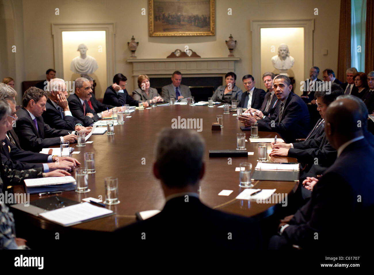 Präsident Obama trifft sich mit Mitgliedern seines Kabinetts im Weißen Haus. 20. April 2009. (BSWH_2011 Stockbild