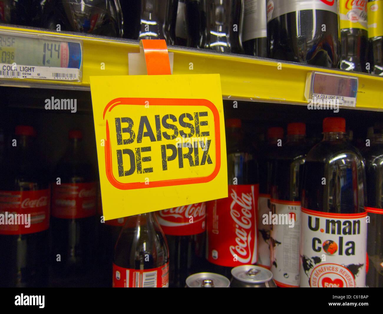 Französische Zeichen im Supermarkt kündigt niedrigere Preise auf ...