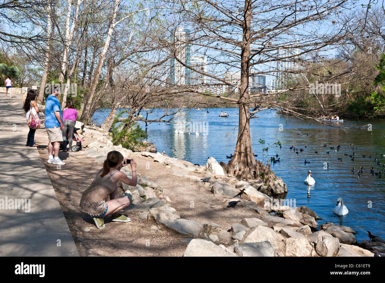 Familie genießen Lady Bird Lake, Stockbild