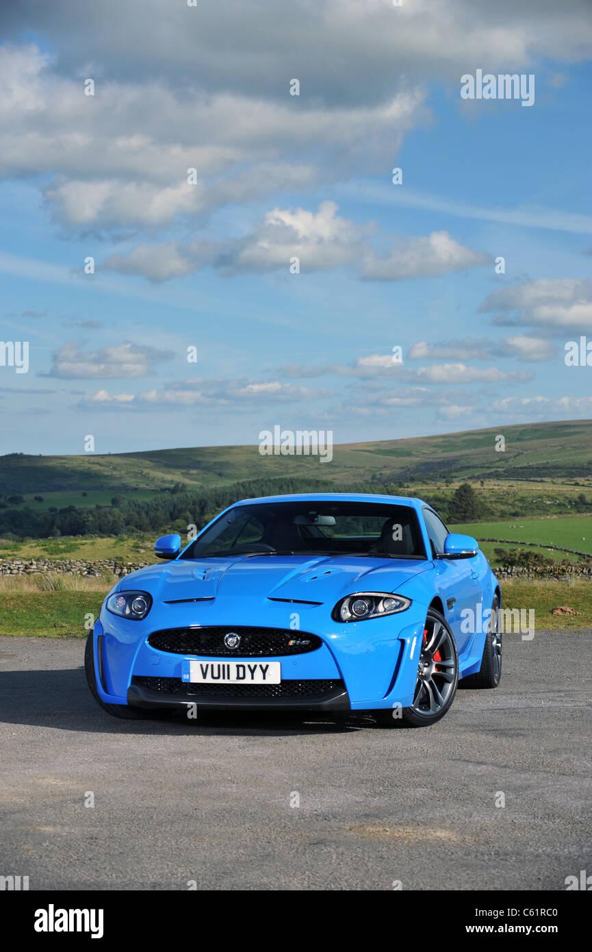 2011 neue Jaguar XKRS in blau Stockbild