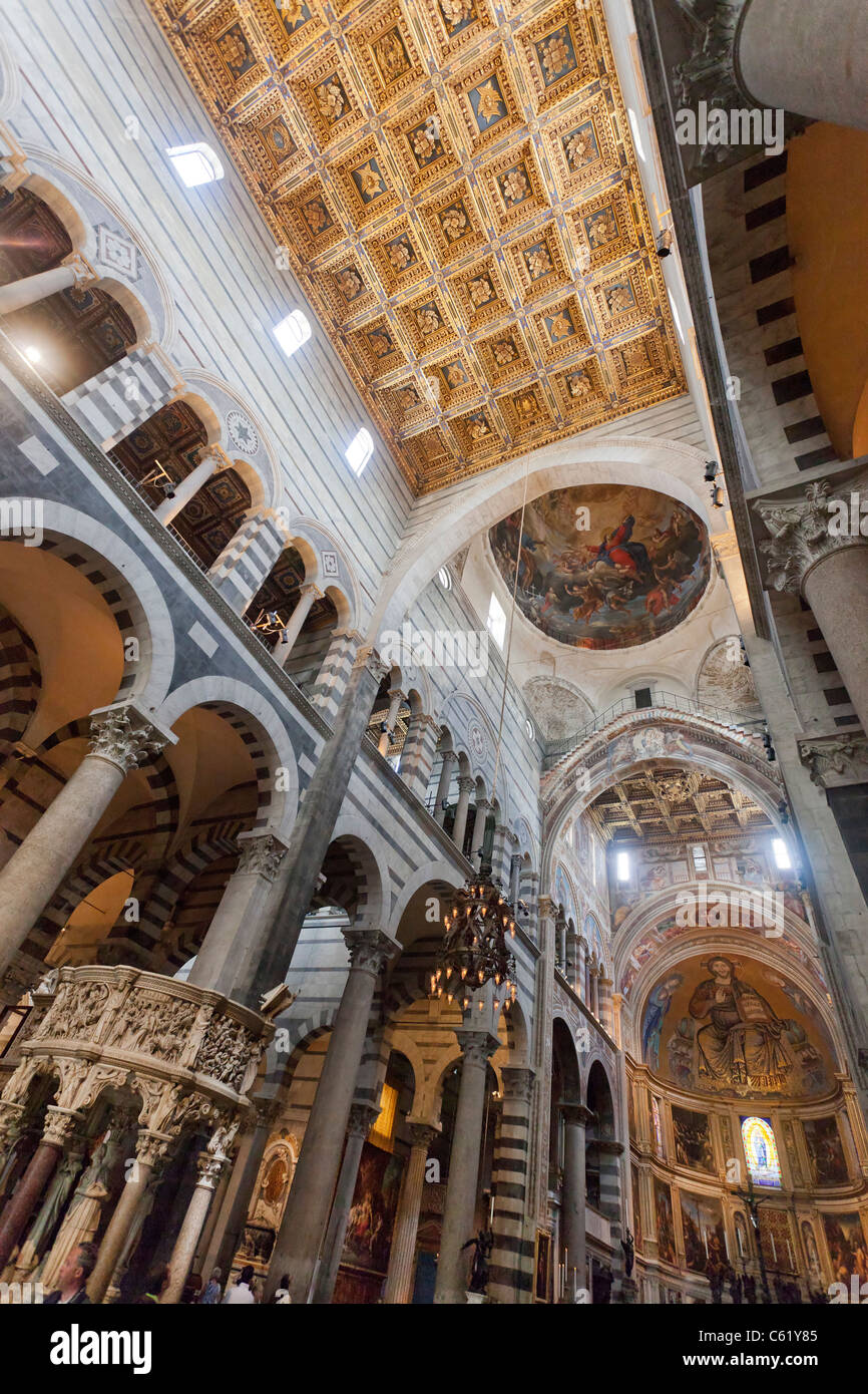 Berechtigt, Apsis mit Mosaik des Doms, die mittelalterliche Kathedrale Santa Maria Assunta, Pisa, Italien Stockbild