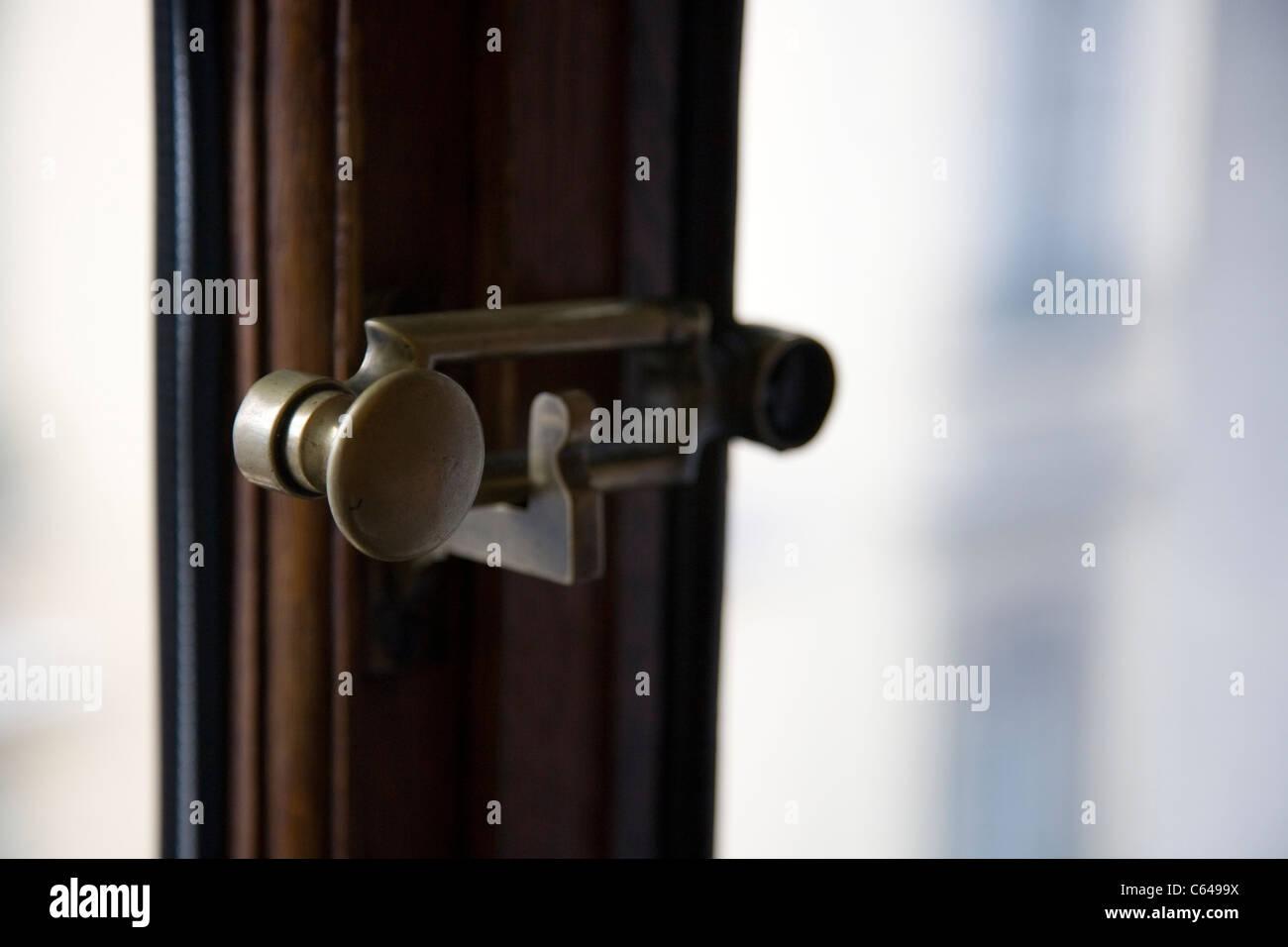 Beliebt Alte Messing-Fenster-Verriegelung Stockfoto, Bild: 38203814 - Alamy JY45