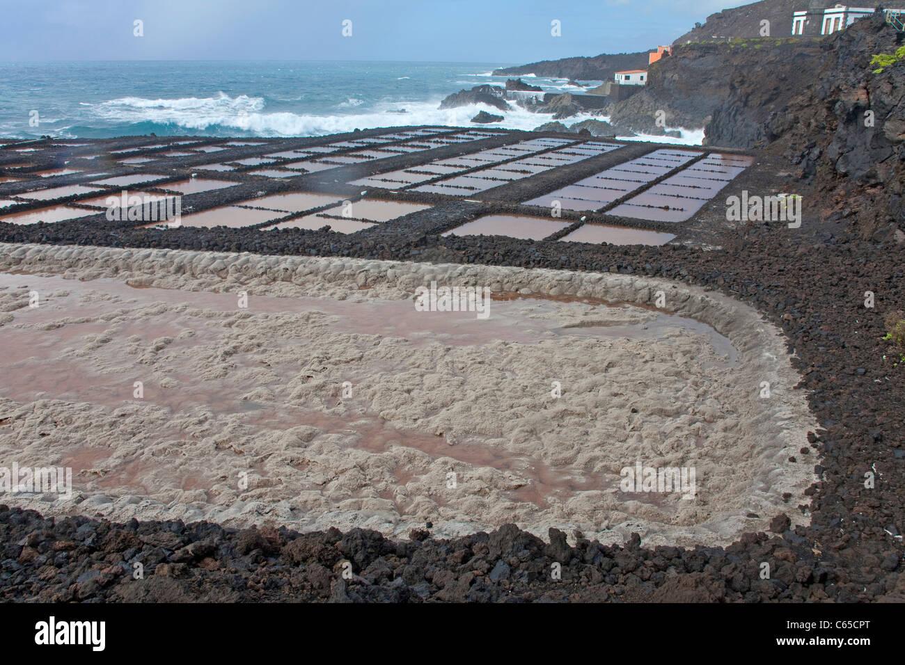 Salinas de Fuencaliente, Kochsalzlösung zum Faro de Fuencaliente, South Coast, La Palma, Kanarische Inseln, Stockbild