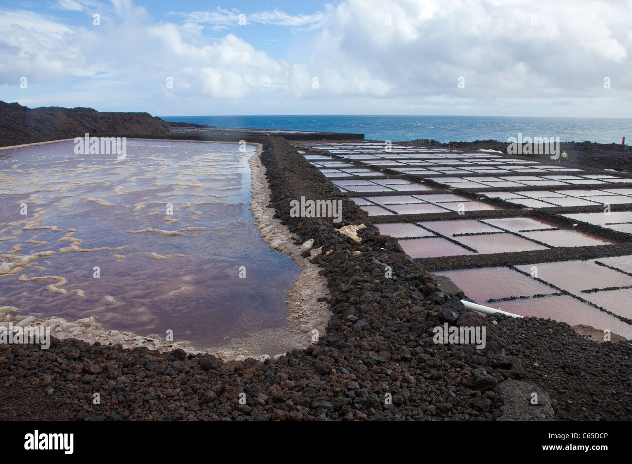 Salinas de Fuencaliente, Kochsalzlösung im Faro de Fuencaliente, South Coast, La Palma, Kanarische Inseln, Stockbild