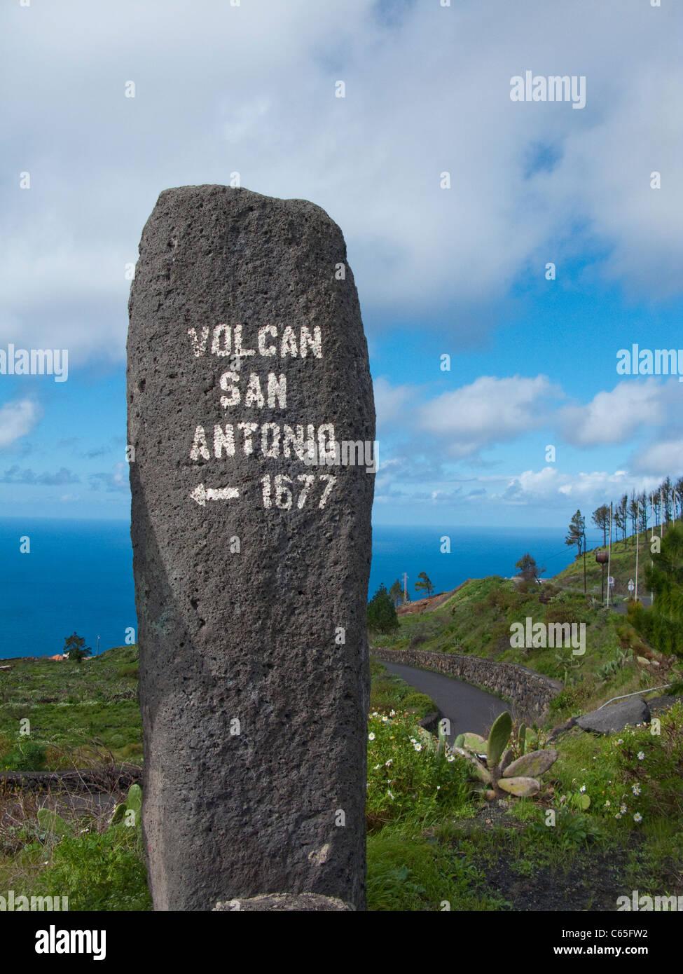 Zufahrt Zum Besucherzentrum Und Vulkan San Antonio, Fuencaliente, Los Canarios, Zugang zum Visitor Center und der Stockbild