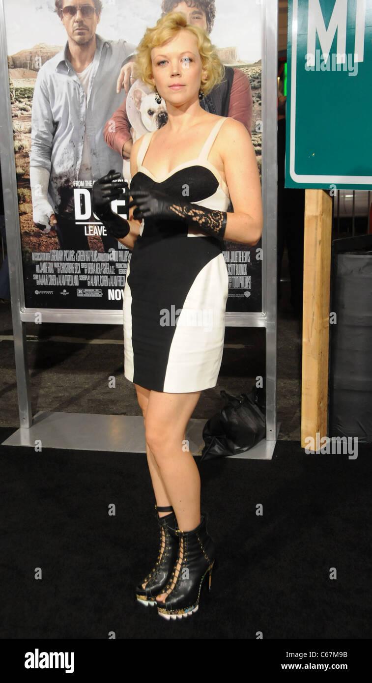 Emily Bergl im Ankunftsbereich für DUE DATE Premiere, Graumans Chinese Theatre, Los Angeles, CA, 28. Oktober 2010. Stockfoto