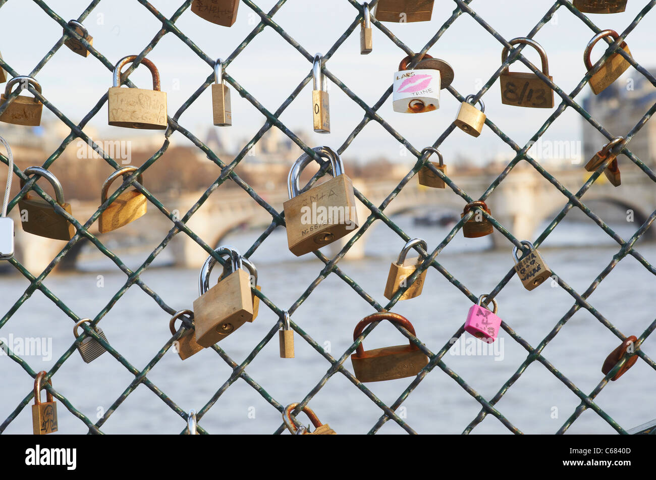 Chain On Wall Stockfotos & Chain On Wall Bilder - Alamy