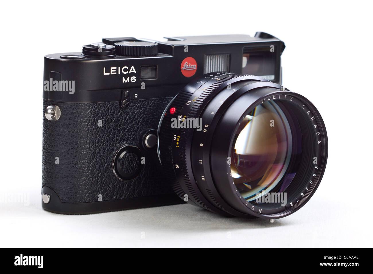 0677a133b4c2 Leica Leitz Deutsch gemacht M6 Entfernungsmesser RF klassische Filmkamera  mit 50mm mm f1 Noctilux Objektiv auf weißem Hintergrund