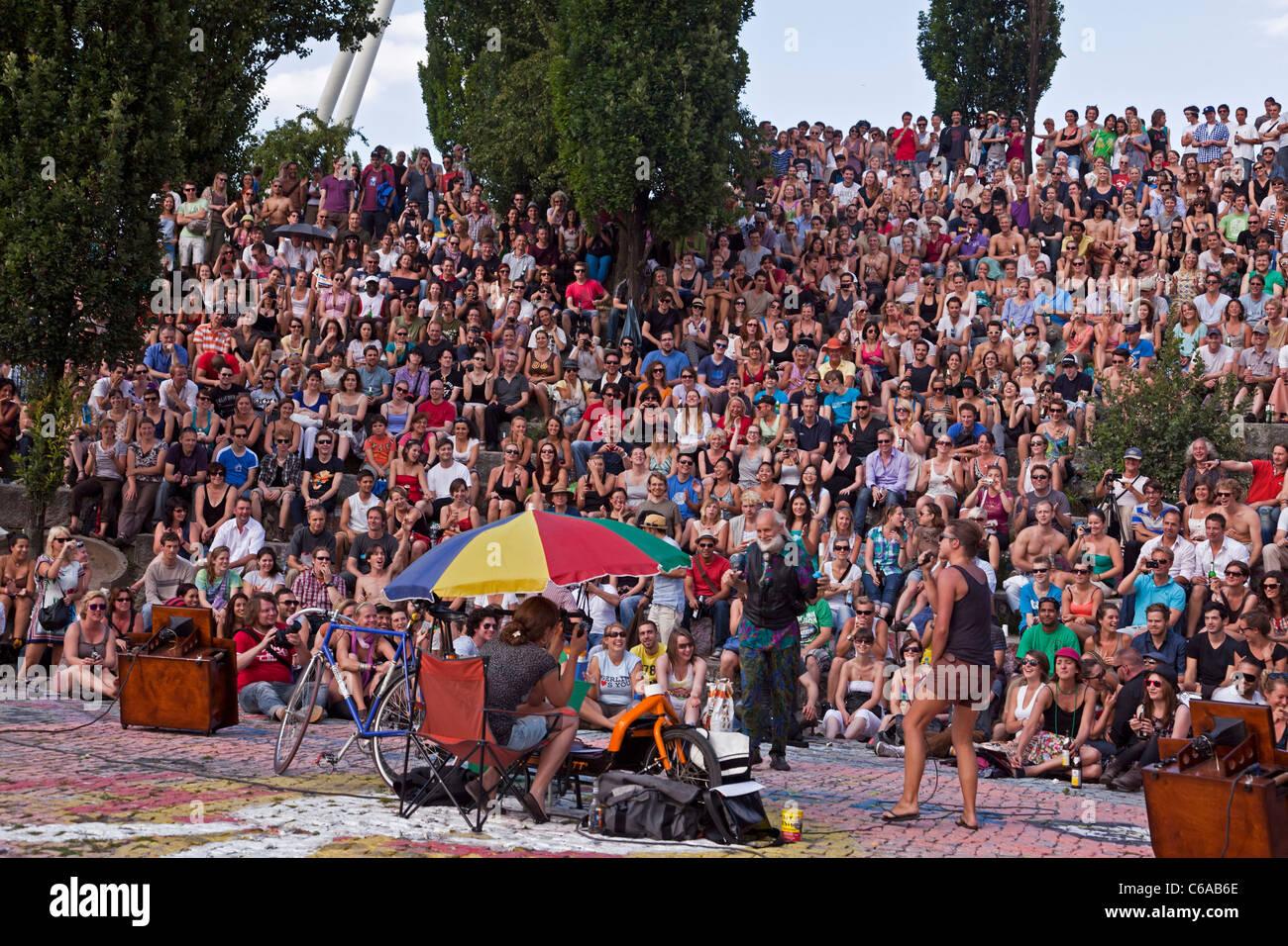 Karaoke-live-Performance am Mauerpark Prenzlauer Berg, Berlin Stockbild