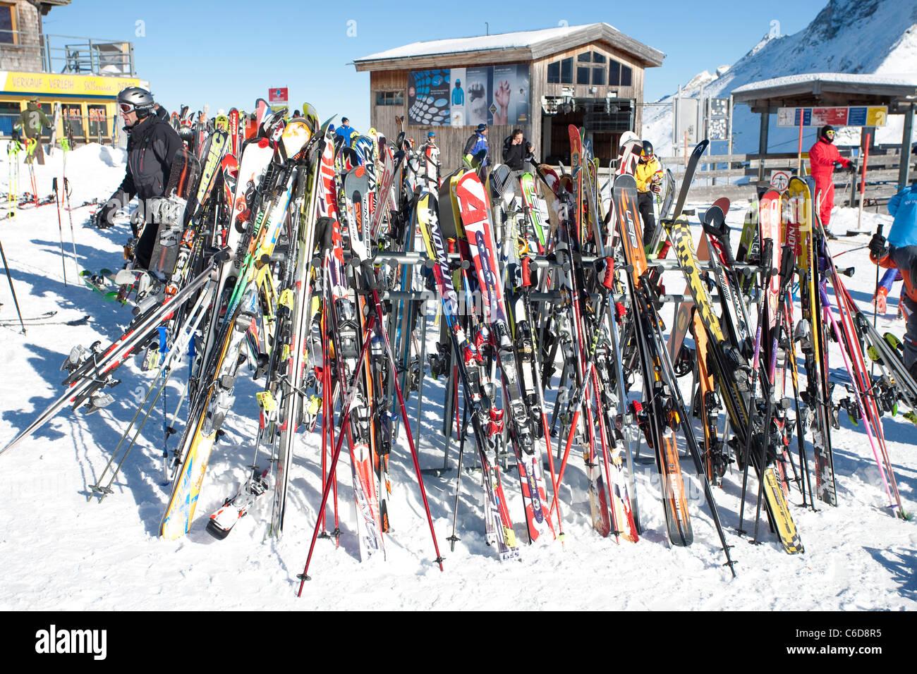 Ski bin, Tuxer Fernerhaus, Ski, Tuxer Ferner Haus Stockbild