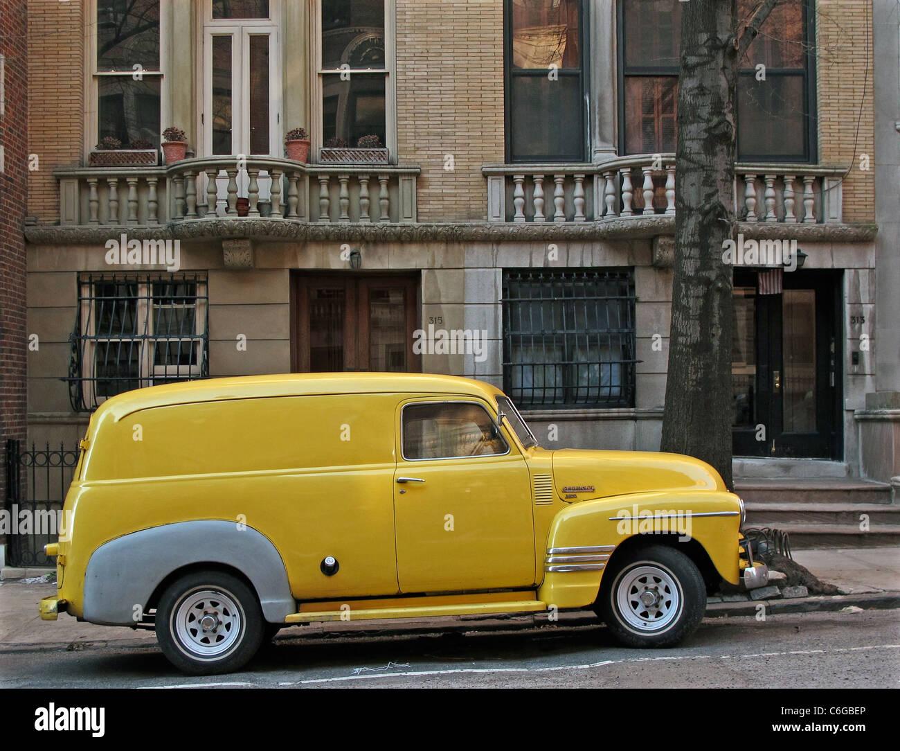 Alten 40er Jahre gelb LKW upper West Side, NYC Stockbild