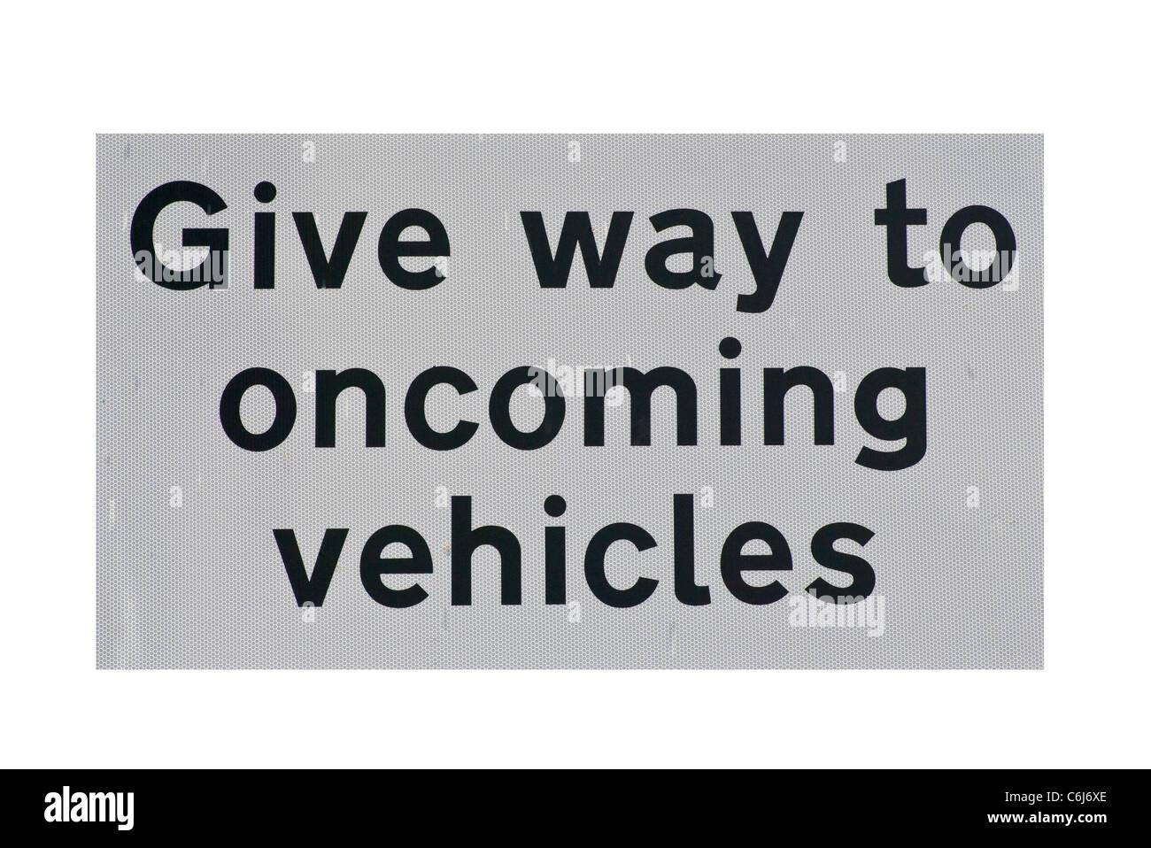 Nachgeben Sie zu entgegenkommenden Fahrzeuge Road Sign UK Verkehrszeichen Stockbild