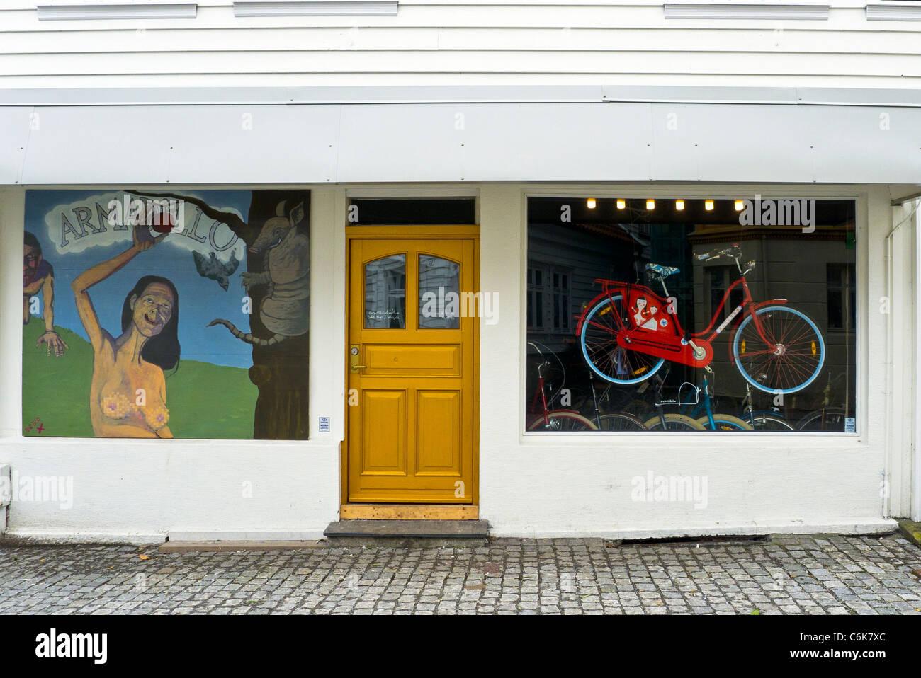 Ein Zyklus-Shop mit einer künstlerischen Front Shopdesign, Bergen, Norwegen Stockbild