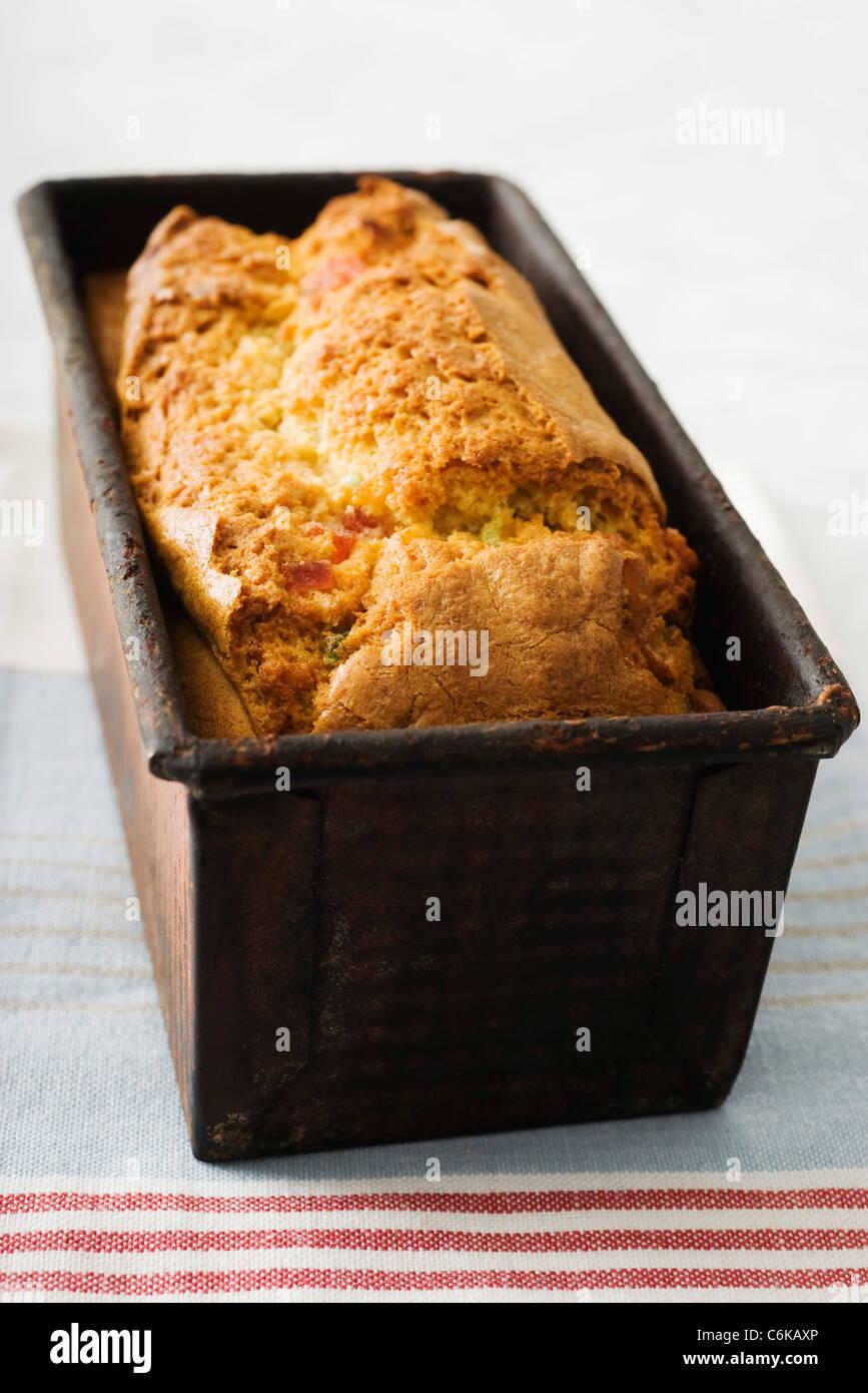Frisch gebackene Ingwer Früchtekuchen in Kastenform Stockbild