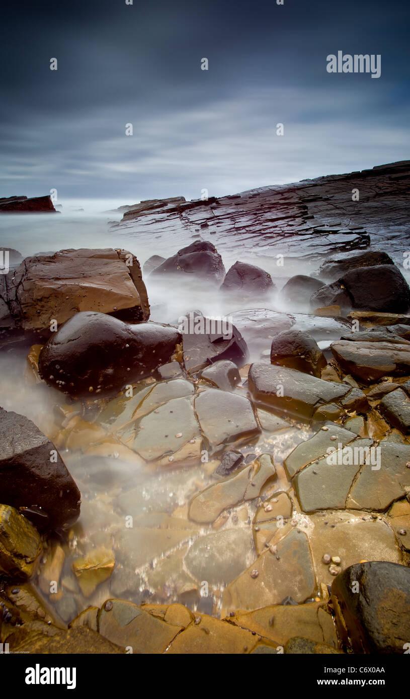 Seelandschaft mit verschwommen Wasser Stockfoto