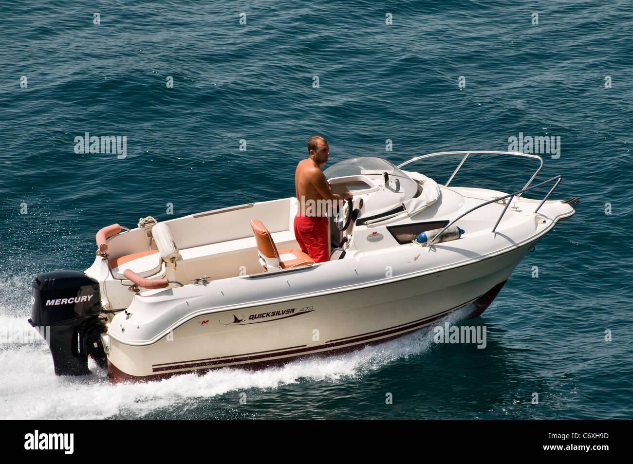 Kleines Boot QuickSilver 470, Mercury 50 PS Außenborder Motor ...
