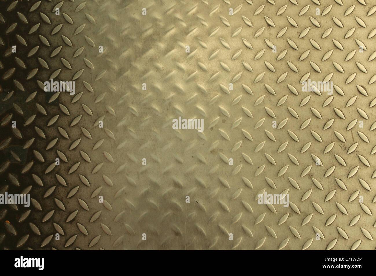 abgenutzte Stahl Diamanten auf einem Gehweg treten Stockbild
