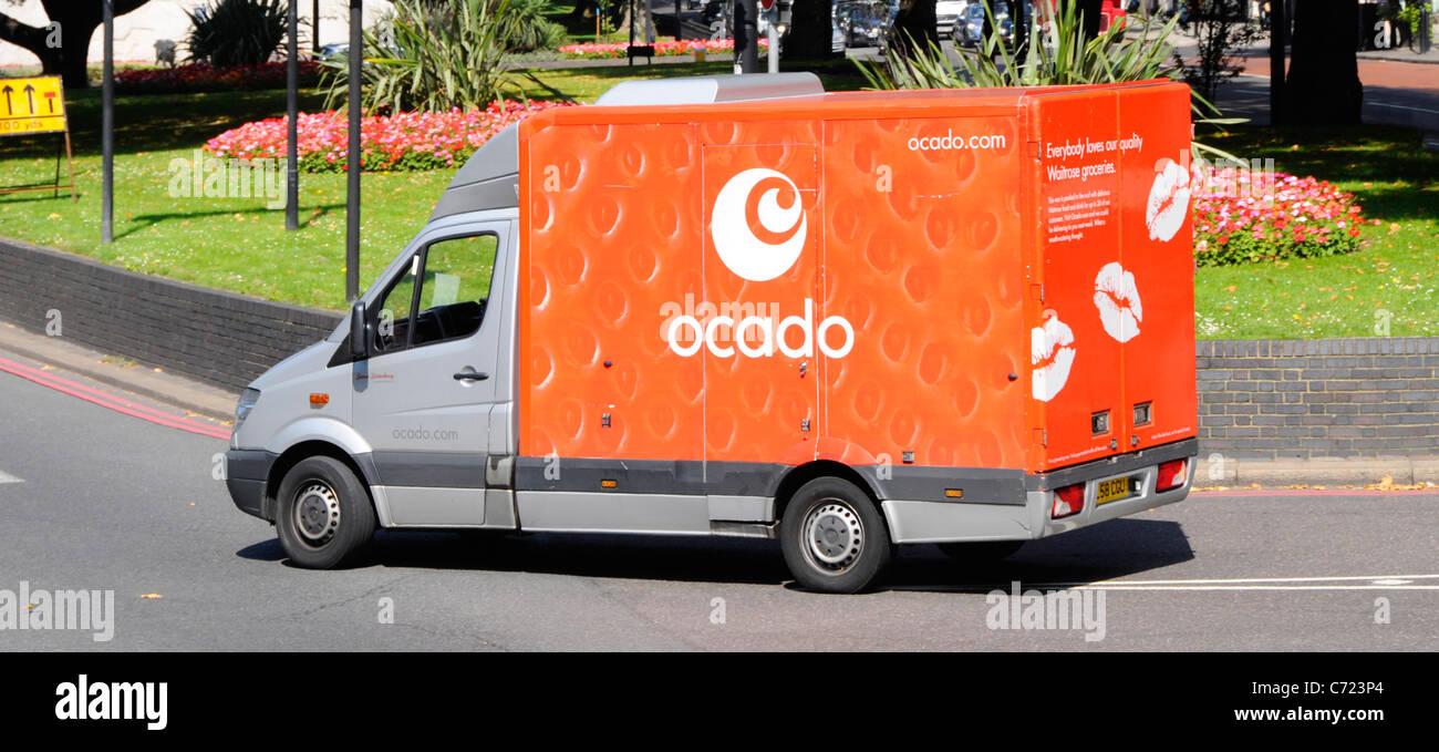 Ocado Startseite Lebensmittelgeschäft Lieferwagen in die Park Lane London England Großbritannien Stockbild