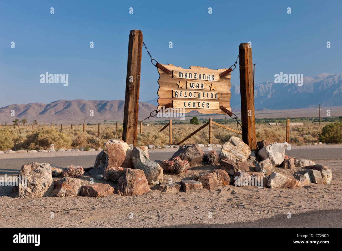 Melden Sie sich am Eingang zum Manzanar War Relocation Center, Unabhängigkeit, Kalifornien, USA. JMH5301 Stockbild