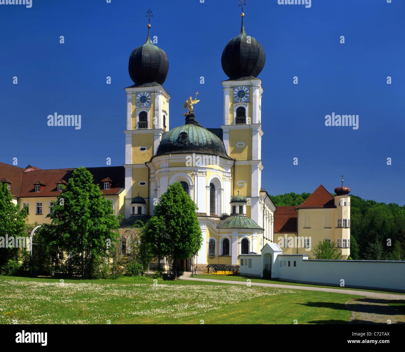 DE - Bayern: Kloster-Kirche St. Michael in Metten an der Donau Stockbild
