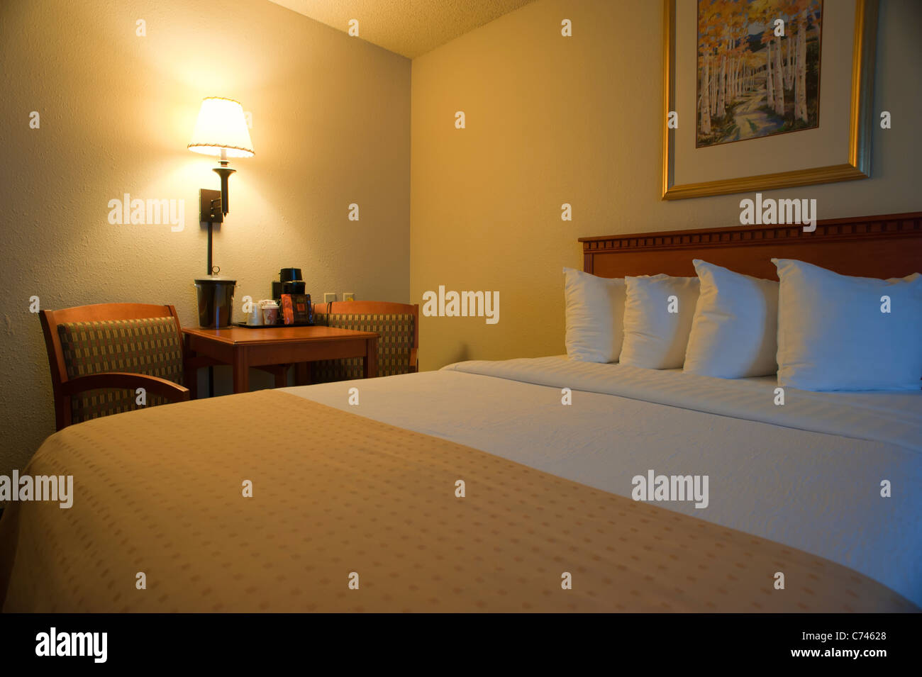 Queen Size Bed Stockfotos & Queen Size Bed Bilder - Alamy