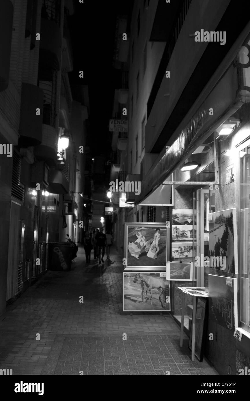 Ruhigen Seitenstraße in der Nacht im alten Benidorm Stockbild