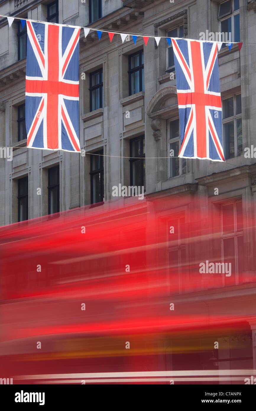 Union Jack-Flaggen in der Regent Street; London; England Stockbild