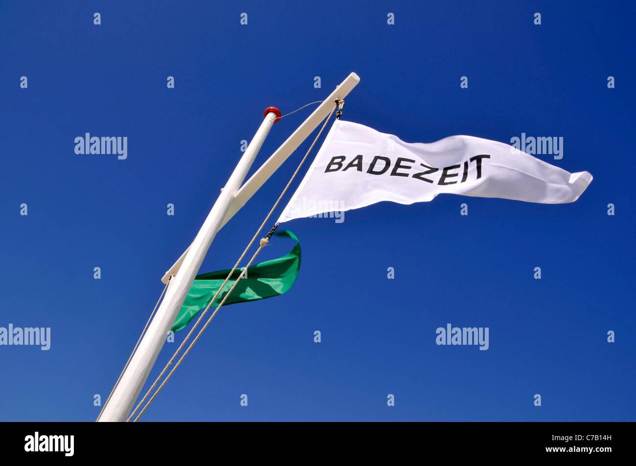 Flagge der Badezeit oder schwimmen, Strand in Westerland, Sylt, friesischen Nordinsel, Deutschland, Europa Stockbild